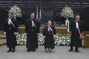 Novos dirigentes que conduzirão o TRT da 2ª Região no biênio 2020-2022 tomam posse