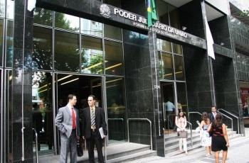 NJ – Itaú é condenado a reintegrar bancária dispensada junto com mais 35 empregados que passaram longos períodos afastados por invalidez