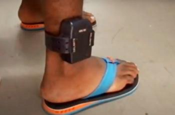 Trabalhador será indenizado após dispensa discriminatória por uso de tornozeleira eletrônica em padaria de BH