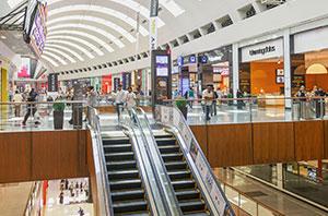 Shopping é condenado solidariamente em processo com contratação de menor de idade