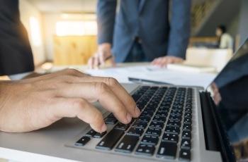 Mantida justa causa para trabalhador que falou mal da empregadora em postagem no Facebook da empresa