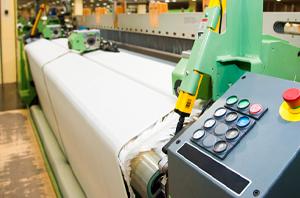 Operadora de máquina de tecelagem receberá pensão mensal corrigida conforme reajustes da categoria